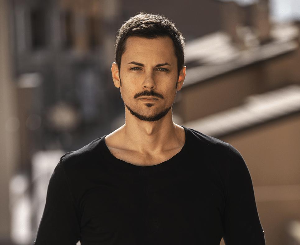 Marco-Valentinsig-entrepreneur-emoji-marketing-guru